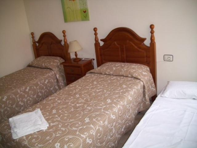 Twin Bedroom with extra bed - Terrazas de la Paz, Golf del Sur, Tenerife